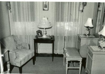 100-historic_86-b_w-photo-of-small-sitting-area-in-room-min