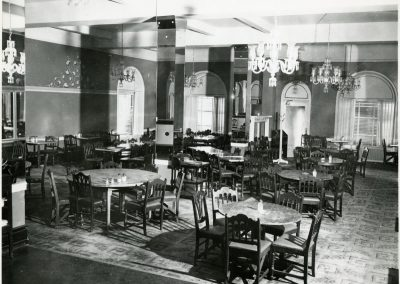 55-historic_39-f_b-outlet-with-round-tables-and-light-fixtures-min
