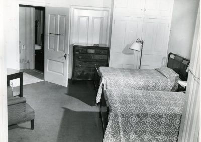 58-historic_42-b_w-pic-of-room-with-two-twin-beds-min