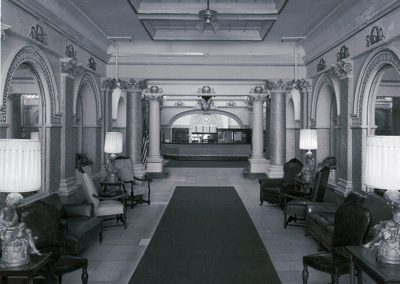86-historic_brighter-b_w-photo-of-lobby-facing-the-f_b-counter-min