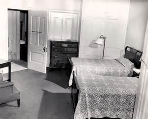 42-historic_24-hotel-room-with-two-twin-beds-min