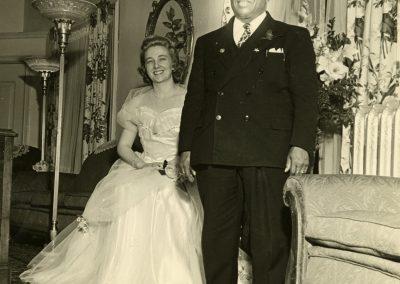 80-historic_66-b_w-photo-of-couple-wife-sitting-min